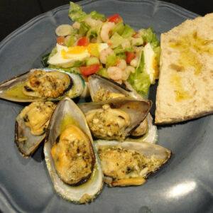 Ugnsgratinerade musslor med räksallad Tynderö Kryddbod